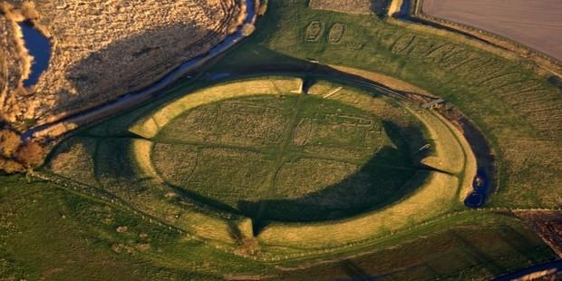 Phát hiện pháo đài tròn bí ẩn của người Viking ở Đan Mạch - ảnh 2