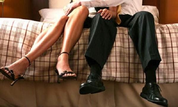 Cay đắng, chồng biến cơ quan thành nơi hẹn hò với nhân viên - ảnh 1
