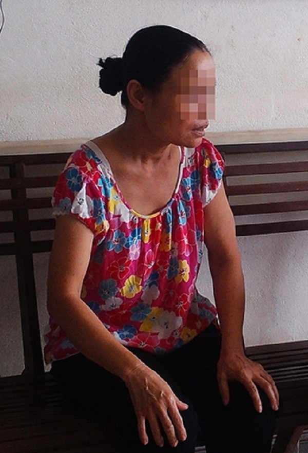 Bé trai 5 tuổi bị mẹ và nhân tình đánh gãy xương sườn ở Hòa Bình - ảnh 2