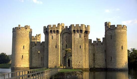Sự thật thú vị về những lâu đài cổ ở Châu Âu - ảnh 3