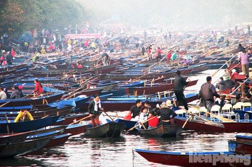 Lễ hội chùa Hương: Chưa khai hội đã chen chân đông nghịt - ảnh 4