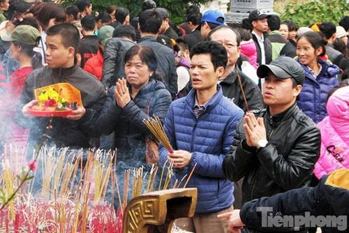 Lễ hội chùa Hương: Chưa khai hội đã chen chân đông nghịt - ảnh 5
