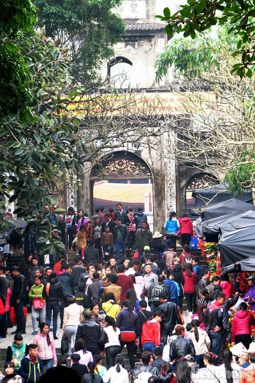 Lễ hội chùa Hương: Chưa khai hội đã chen chân đông nghịt - ảnh 3
