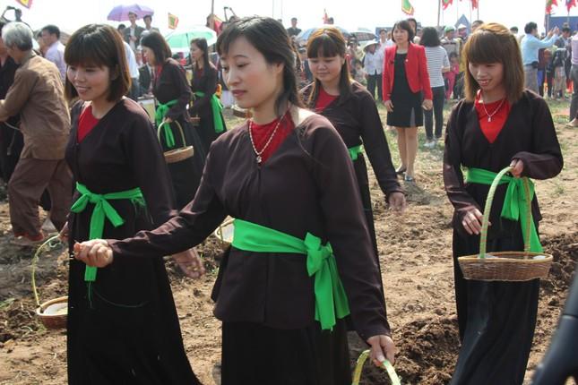 Hà Nam: Nô nức xem 'vua' cày ruộng đầu năm - ảnh 14