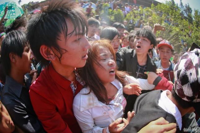 Lạ lùng tục 'kéo vợ' về nhà của người Mông - ảnh 3