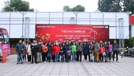 Techcombank tiếp tục chương trình đưa đón CBNV về quê ăn Tết - ảnh 1