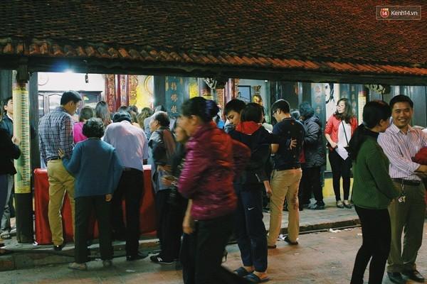Người Hà Nội chen nhau đăng ký dự lễ cầu an và dâng sao giải hạn - ảnh 1
