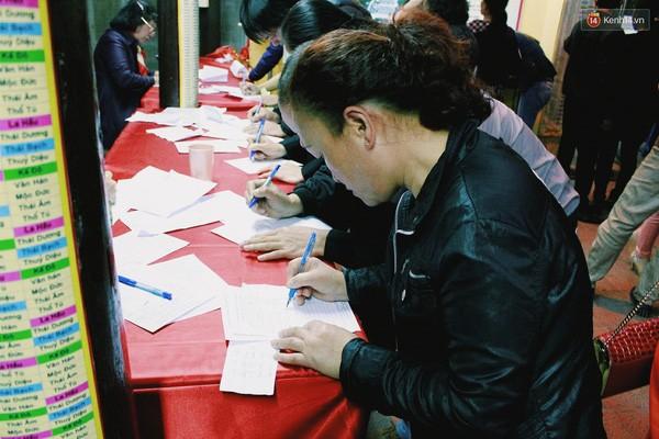 Người Hà Nội chen nhau đăng ký dự lễ cầu an và dâng sao giải hạn - ảnh 4