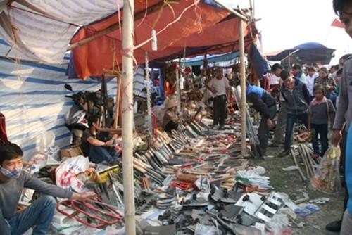 Hàng nghìn người đổ bộ chợ Viềng mua may bán rủi đầu năm - ảnh 6