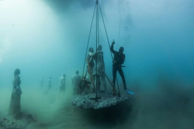 Chiêm ngưỡng bảo tàng khắc đá có '1-0-2' dưới lòng Đại Tây Dương - ảnh 8