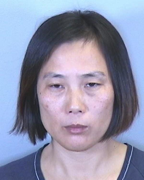 Vợ đánh đập, tát chồng suốt 30 phút vì giấu… dương vật giả - ảnh 1