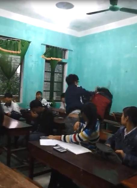 Sự thật về clip nữ sinh bị đánh vì xúc phạm mẹ bạn cùng lớp - ảnh 2