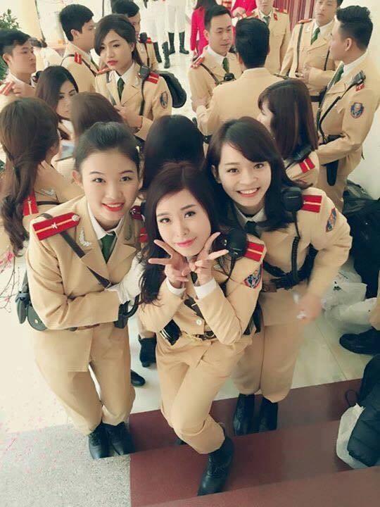 Ngất ngây với vẻ đẹp của nữ cảnh sát giao thông Việt Nam - ảnh 1