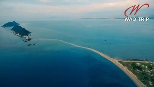 Cận cảnh hòn đảo có lối di giữa biển duy nhất ở Việt Nam - ảnh 1