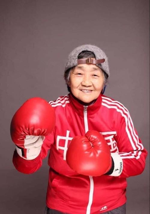 Dân mạng sôi sục với hình ảnh bà nội 80 tuổi 'sành điệu nhất TQ' - ảnh 4