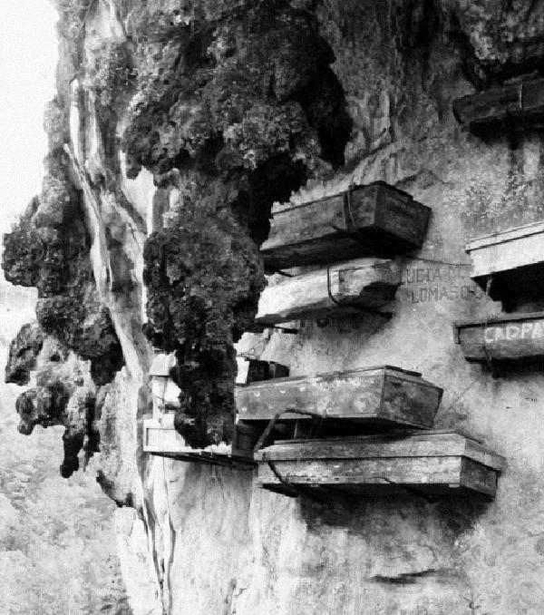 Khiếp vía tục treo quan tài trên vách đá - ảnh 2