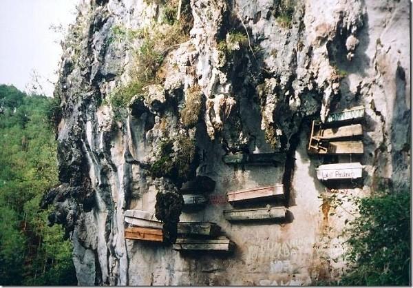 Khiếp vía tục treo quan tài trên vách đá - ảnh 4