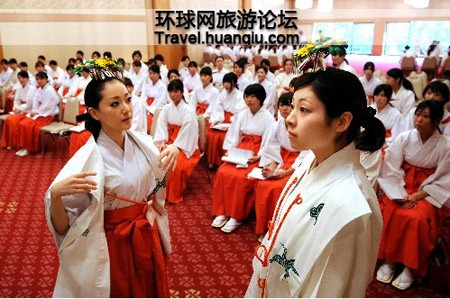 Sự thật về các 'trinh nữ hiến thần' trong đền thờ của người Nhật - ảnh 2
