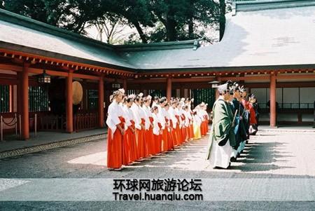 Sự thật về các 'trinh nữ hiến thần' trong đền thờ của người Nhật - ảnh 1