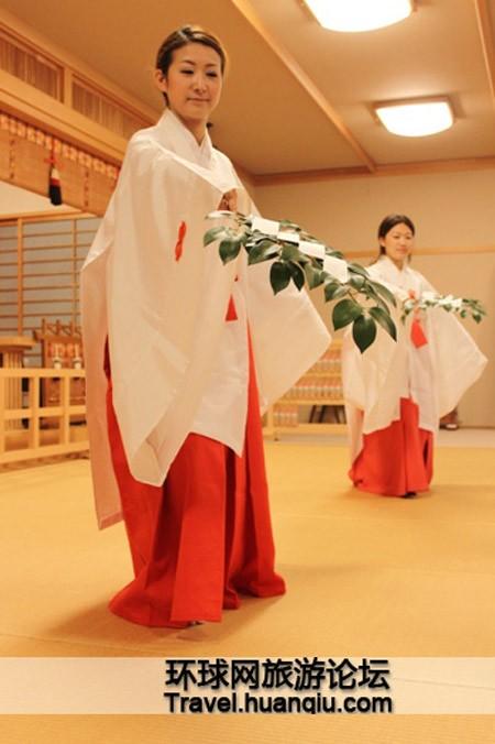 Sự thật về các 'trinh nữ hiến thần' trong đền thờ của người Nhật - ảnh 4