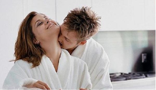 Bí mật động trời sau vết bầm tím ở cổ của người vợ 'hoàn hảo' - ảnh 1