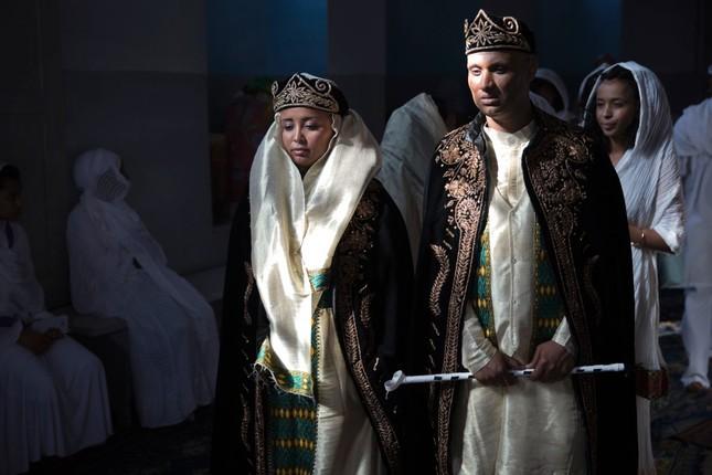 Độc đáo những kiểu váy cưới truyền thống ấn tượng trên thế giới - ảnh 9