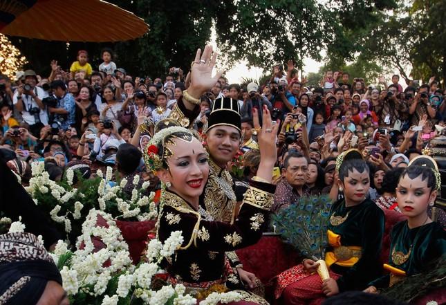 Độc đáo những kiểu váy cưới truyền thống ấn tượng trên thế giới - ảnh 6