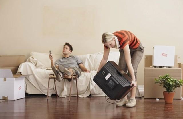 Phận đàn bà ngày tết, vừa chăm con vừa 'dọn rác' cho chồng - ảnh 1