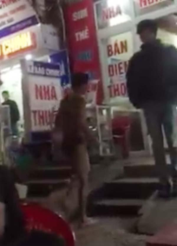 Thanh niên 'trần truồng' vì bạn gái ôm tiền và quần áo chạy mất - ảnh 2