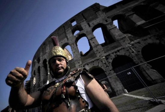 Tìm thấy bức bích họa 'nóng bỏng' trong đấu trường La Mã - ảnh 1