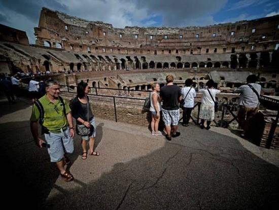 Tìm thấy bức bích họa 'nóng bỏng' trong đấu trường La Mã - ảnh 2