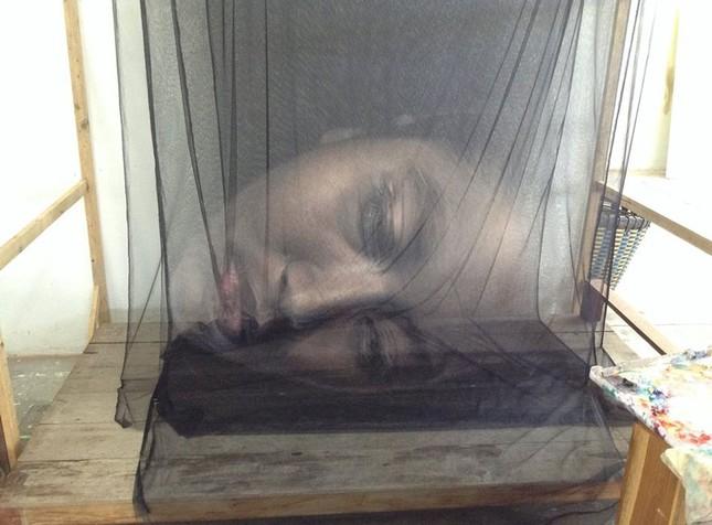 Nghệ thuật tranh 3D cực ấn tượng làm từ vải màn tuyn - ảnh 1