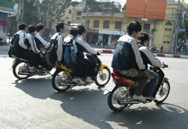 Buộc thôi học nếu vi phạm giao thông nhiều lần: Phản tác dụng! - ảnh 1