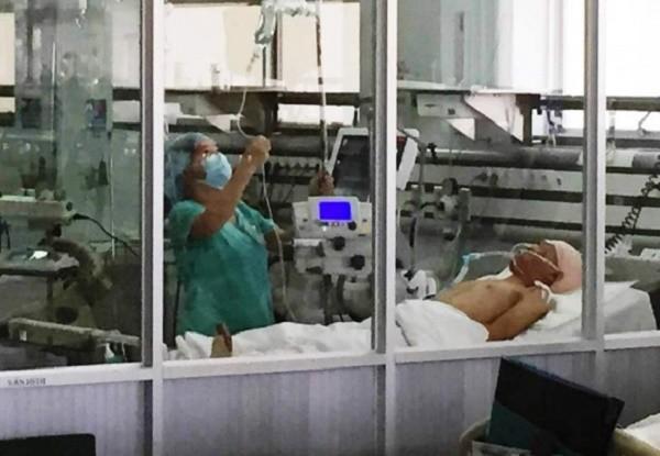 Nam thanh niên bị chém lìa tay trên phố ở Sài Gòn đã tử vong - ảnh 1