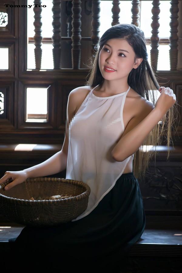 Dân mạng 'sốt sình sịch' với 'Cô lang y' diện áo yếm mỏng tang - ảnh 3