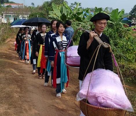 Xem lễ chặn đường nhà gái ở đám cưới người Cao Lan - Bắc Giang - ảnh 3