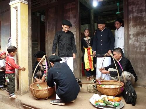 Xem lễ chặn đường nhà gái ở đám cưới người Cao Lan - Bắc Giang - ảnh 2