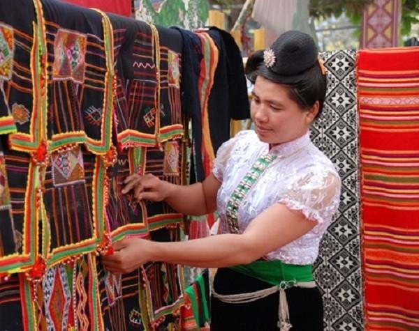 Ý nghĩa của chiếc khăn Piêu - biểu tượng tín ngưỡng người Thái - ảnh 4