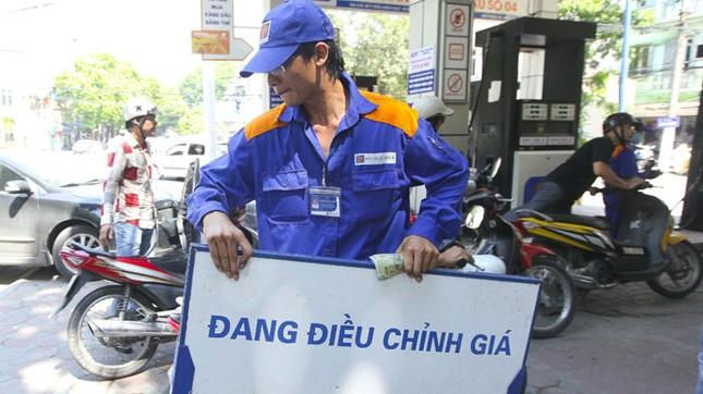 Bộ Tài chính để DN xăng dầu 'móc túi' dân mới sửa sai !? - ảnh 1