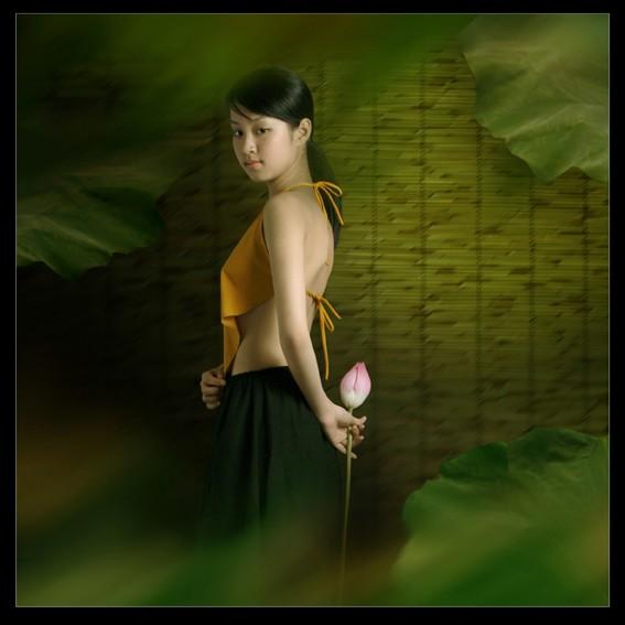 Bộ ảnh 'Lang nữ áo yếm' đang nhân danh nghệ thuật để khoe thân? - ảnh 4