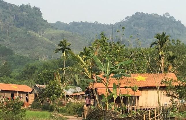 Quảng Ngãi: Ngôi làng độc nhất vẽ sao vàng trên ngói đỏ - ảnh 5