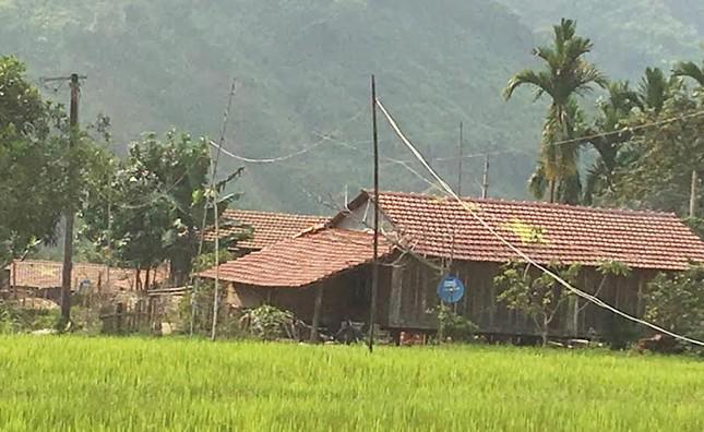 Quảng Ngãi: Ngôi làng độc nhất vẽ sao vàng trên ngói đỏ - ảnh 7