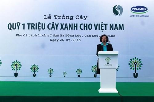 Vinamilk trồng hơn 5.000 cây xanh tại Khu di tích Ngã Ba Đồng Lộc - ảnh 1