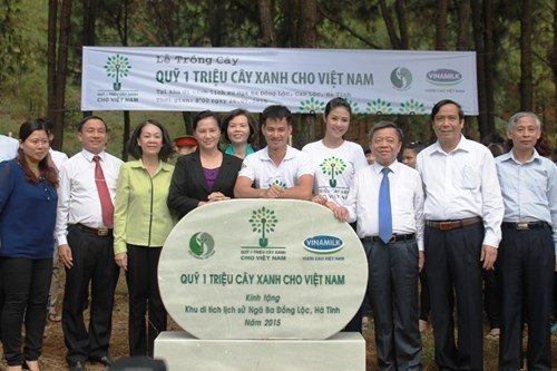 Vinamilk trồng hơn 5.000 cây xanh tại Khu di tích Ngã Ba Đồng Lộc - ảnh 11