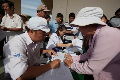 Vinamilk tái ký hợp đồng với hàng ngàn hộ nông dân nuôi bò sữa - ảnh 1
