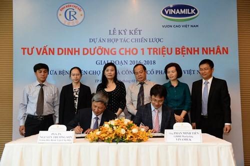 Vinamilk hợp tác chiến lược với Bệnh viện Chợ Rẫy - ảnh 1