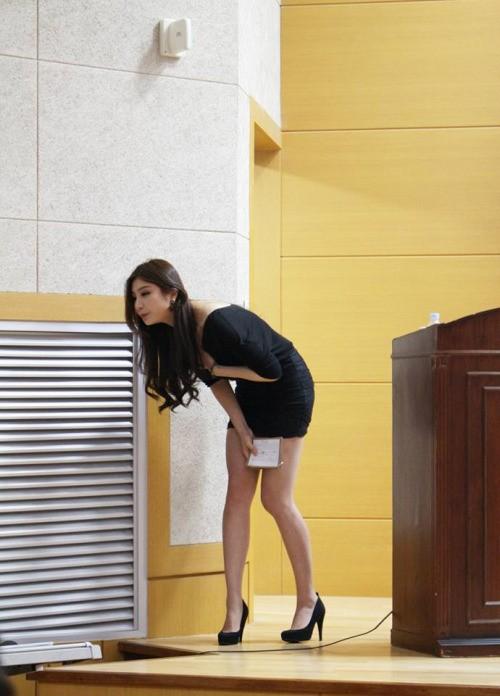 Nữ giảng viên chân dài 'mét mốt' khiến sinh viên mê mẩn - ảnh 4