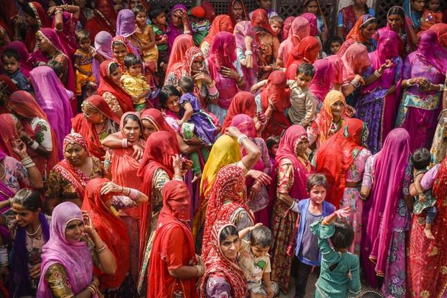 Ngập mình trong lễ hội màu sắc Holi và bí mật cấm của góa phụ Ấn - ảnh 1