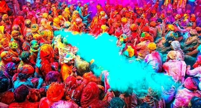 Ngập mình trong lễ hội màu sắc Holi và bí mật cấm của góa phụ Ấn - ảnh 2