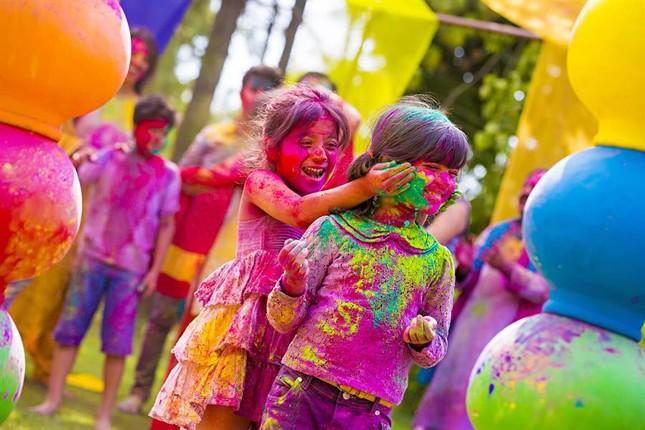 Ngập mình trong lễ hội màu sắc Holi và bí mật cấm của góa phụ Ấn - ảnh 4